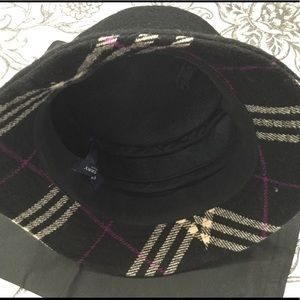 100% Wool Burberry Hat .Made In England